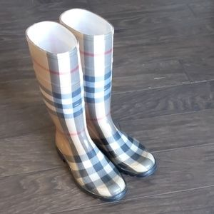 Burberry Rainboots size 6